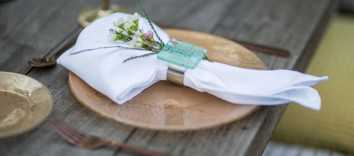 Table Setting Bex is an amazing jade green napkin holder, adorned with our gentle Lace pattern.