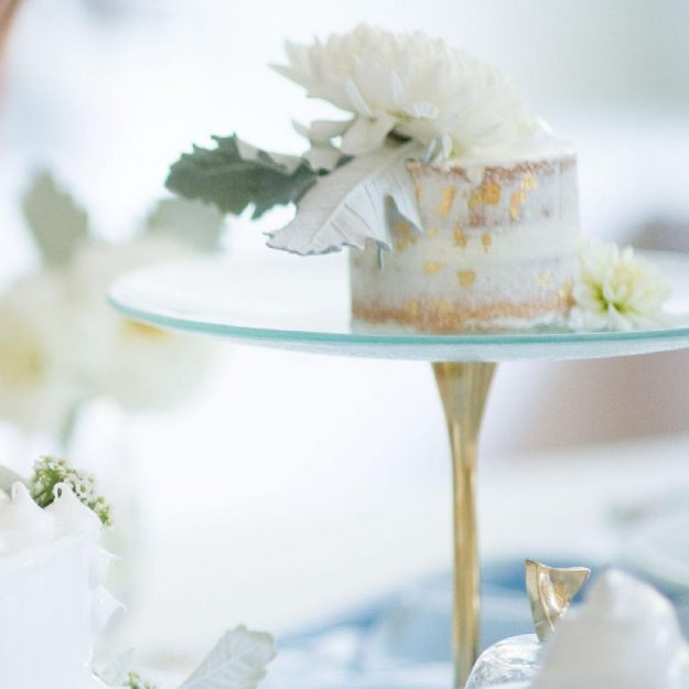 Light Blue Cake Pedestal, Aige Glass Tall Cake Stand with Small White Cake